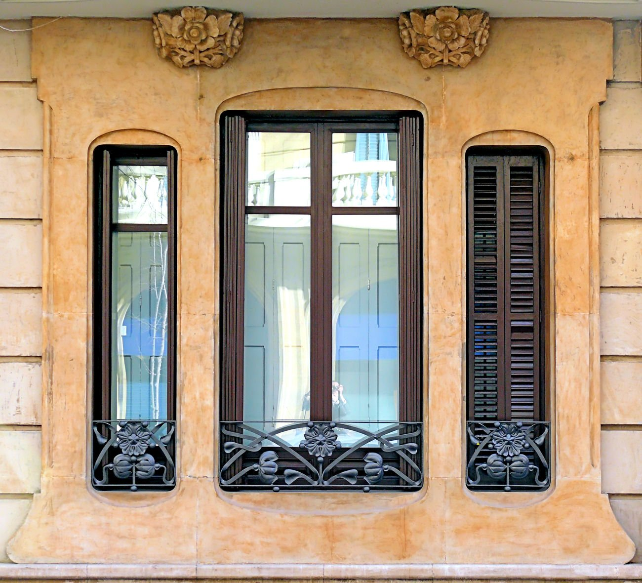 Окна на фронтоне фото