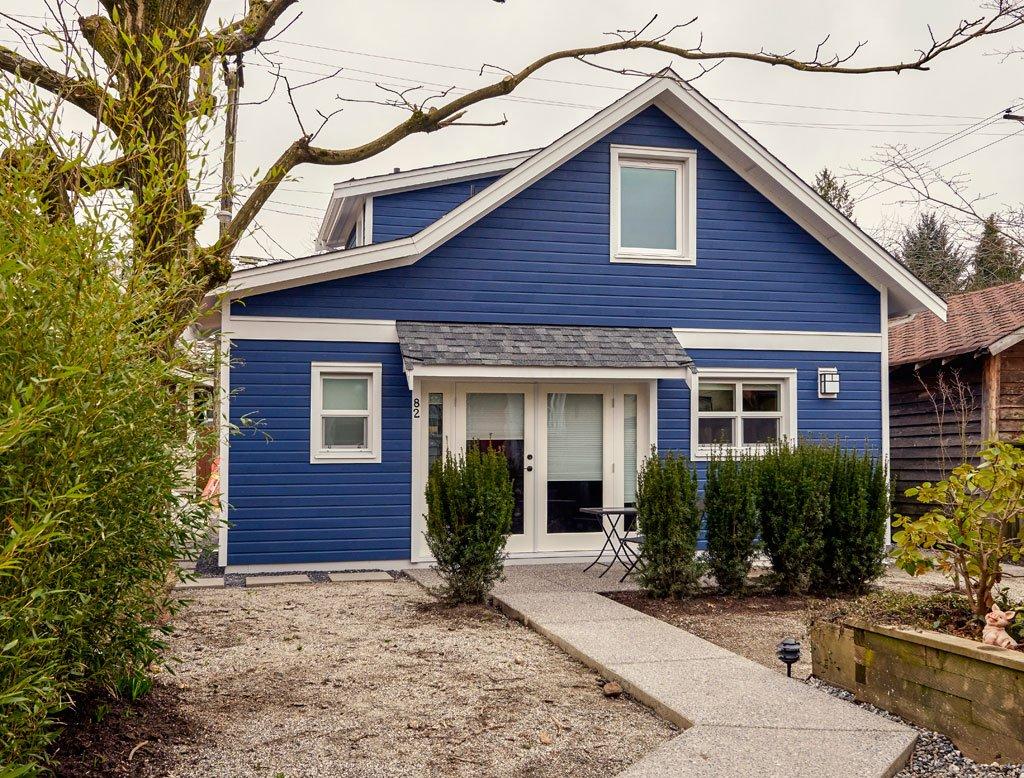 дом из синего сайдинга фото дом модный термин